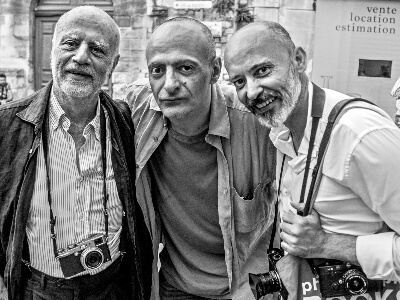Roberto Strano with famous photographers: Ferdinando Scianna and Antoine D'Agata in Arles, France, in 2016 @ Photo by Giuseppe Creti
