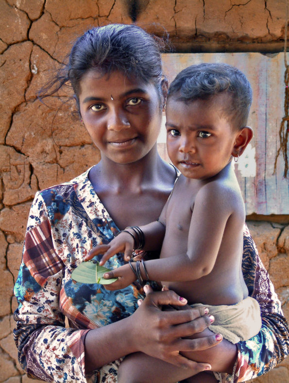 Post-tsumami Sri Lanka Woman With Child